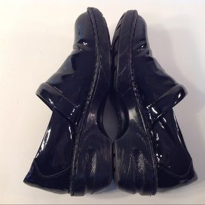 BOC BORN CONCEPT BLACK SHINY CLOGS. SIZE 9